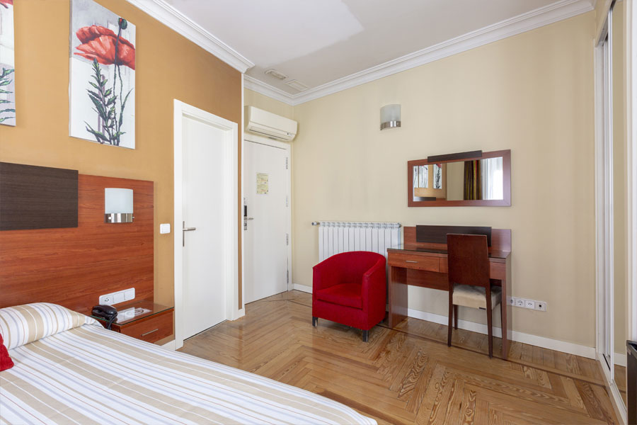 Habitación doble Hostal Abadía Madrid centro con aire acondicionado