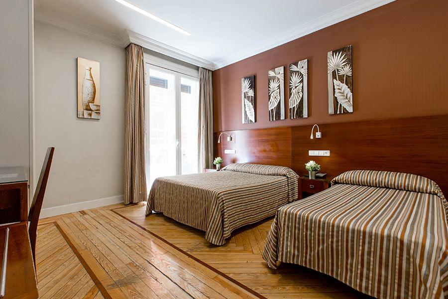 Habitación doble 2 camas Hostal Abadía en Madrid centro con Aire acondicionado