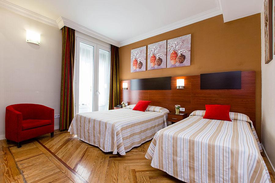 Habitación doble 2 camas Hostal Abadía en Madrid centro Camas tipo matrimonio