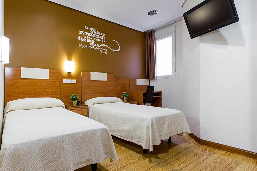 Habitación doble 2 camas Hostal Abadía en Madrid centro