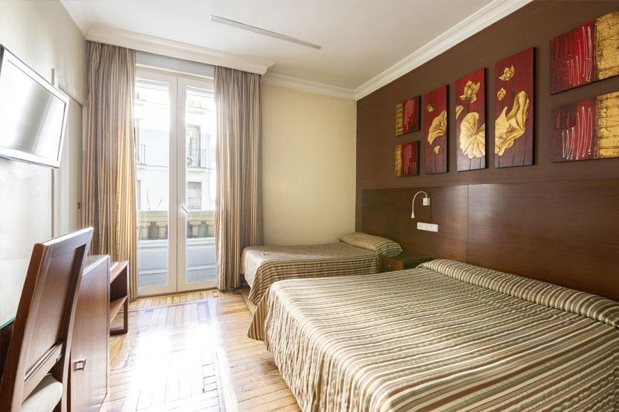 Habitación doble 2 camas Hostal Abadía en Madrid centro con calefacción