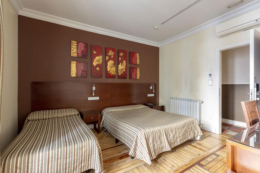 Habitación doble 2 camas Hostal Abadía en Madrid centro formato para cuatro personas