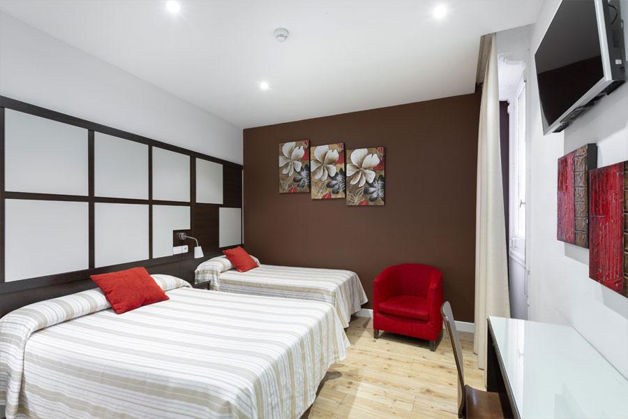 Habitación doble 2 camas Hostal Abadía en Madrid formato para cuatro personas