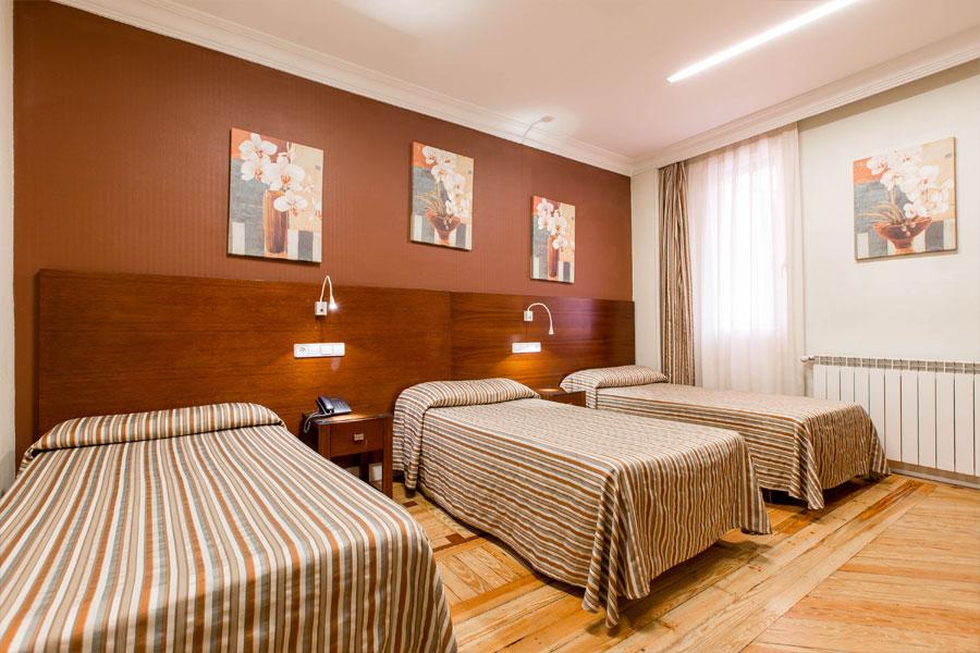 Habitación triple Hostal Abadía Madrid centro en formato linea