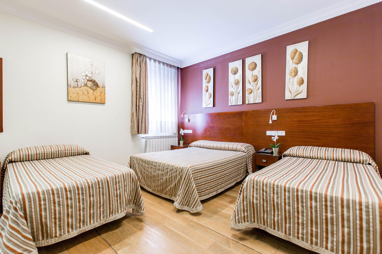 Habitación triple - Hostal Abadía Madrid