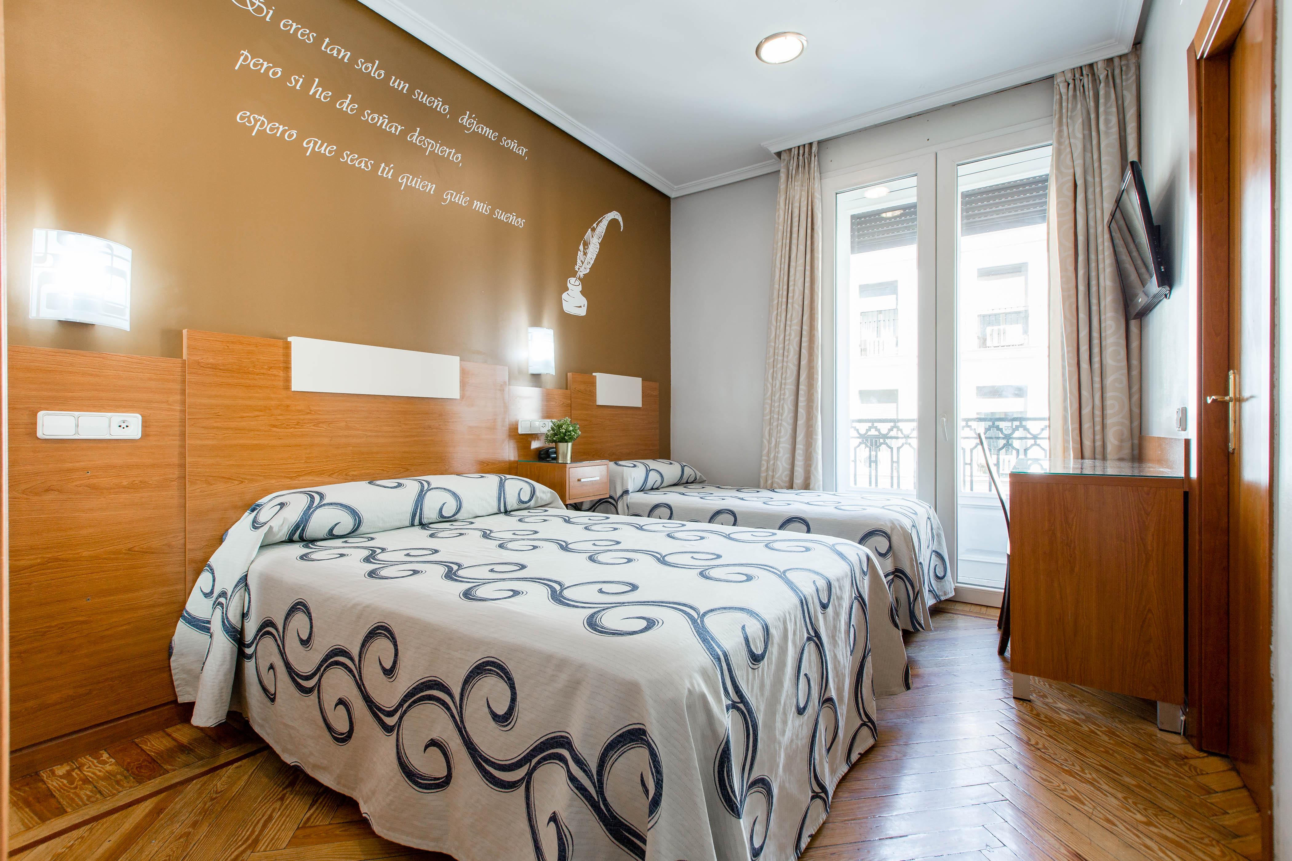 Habitación doble hostal Abadía Madrid centro